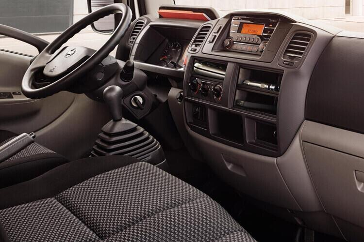 Nissan NT400 Cabstar 35.13 MWB 3.0 dCi DRW 130PS  Dropside Double Cab Manual inside view