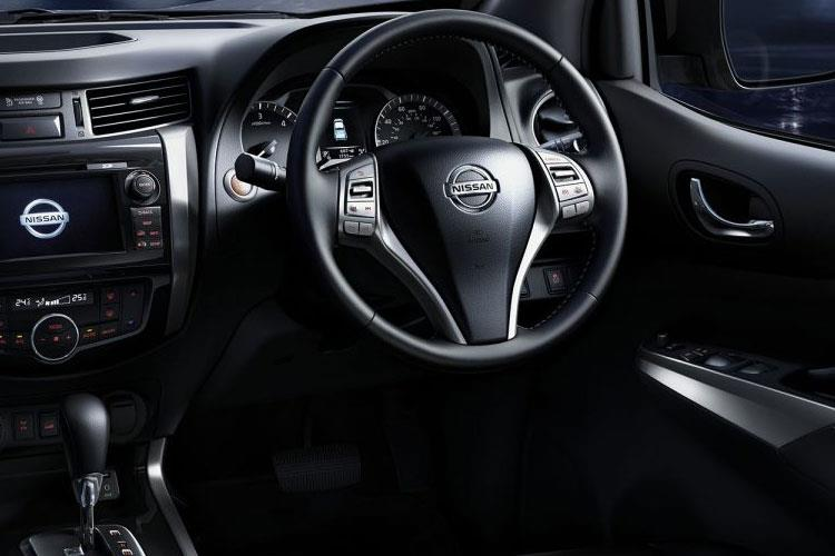 Nissan Navara PickUp King Cab 4wdS 2.3 dCi 4WS 163PS Visia Pickup Double Cab Manual [Start Stop] inside view